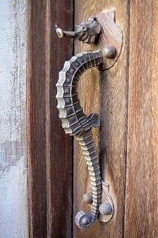 Завораживающая кованая ручка для дверей