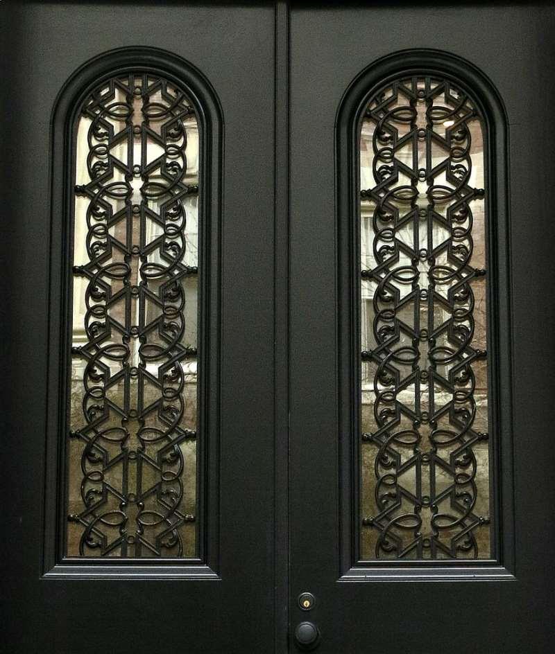 Ажурные кованые узоры на двери