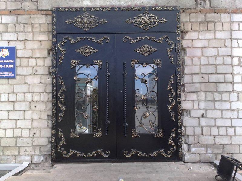 Красивые кованые входные двери