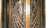 Двери распашные металлические кованые с павлином