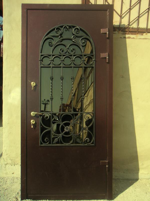 Двери со стеклопакетом входные кованые