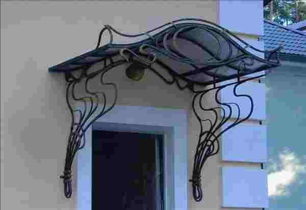 Волнистый кованы козырек для украшения дома