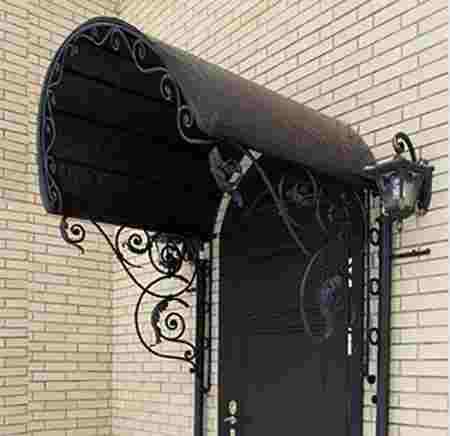 Оригинальный кованый козырек для входной двери
