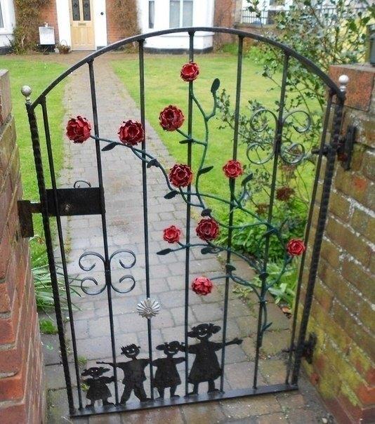 Кованые ворота для калитки с розами