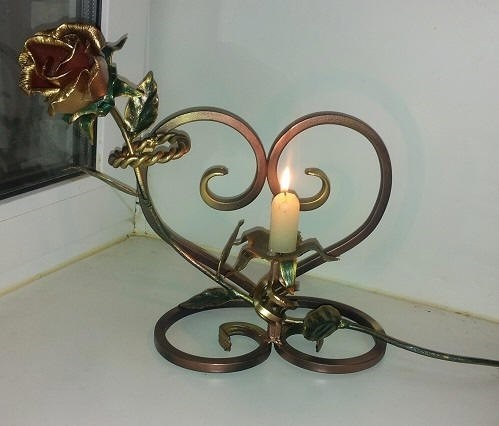 Очень красивая кованая роза подсвечник для любимых
