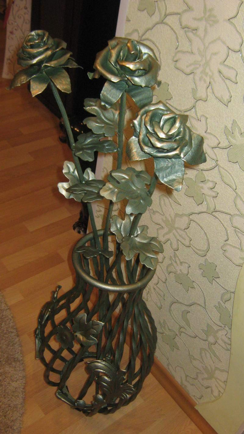 Розы кованые бронзовые