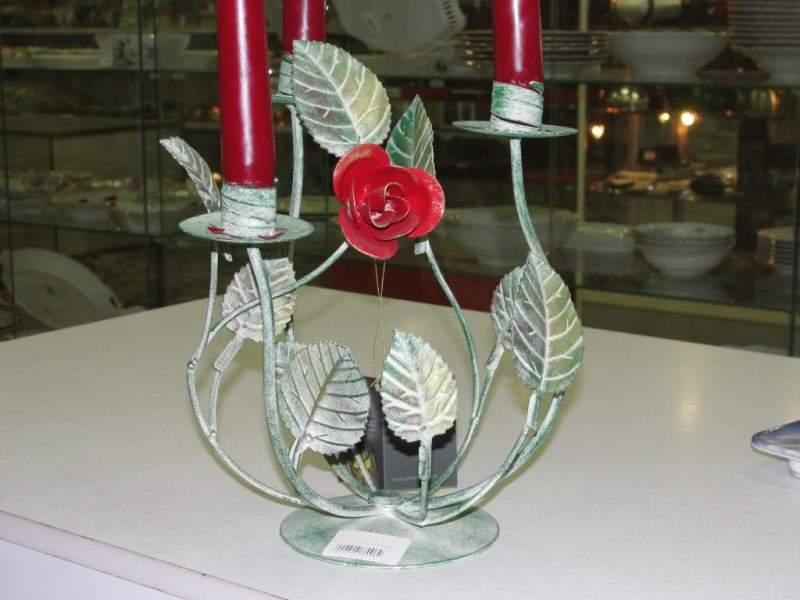 Цветная кованая роза подсвечник для трех свечей