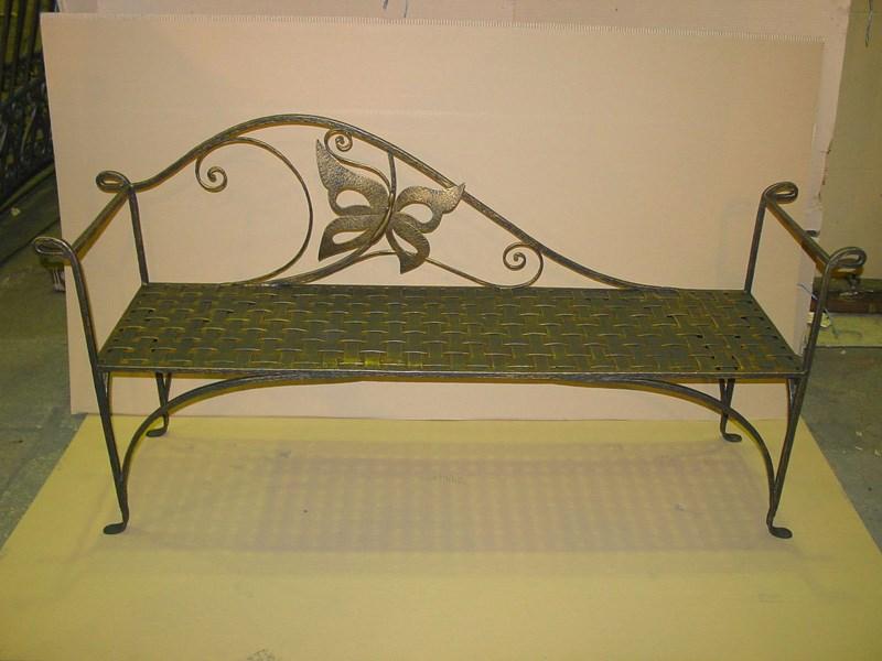 Кованая ажурная скамейка с бабочкой