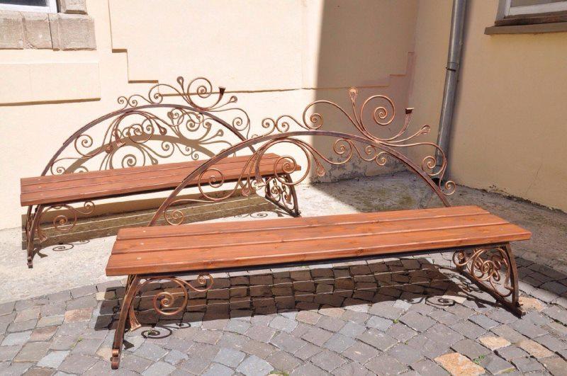 Кованые лавки и скамейки для экстерьера