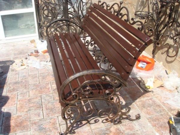 Кованые уличные лавочки скамейки