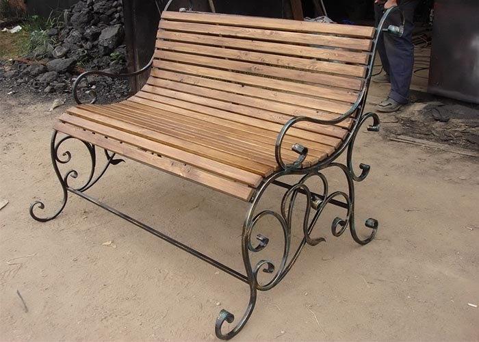 Оригинальные кованые ножки для скамейки
