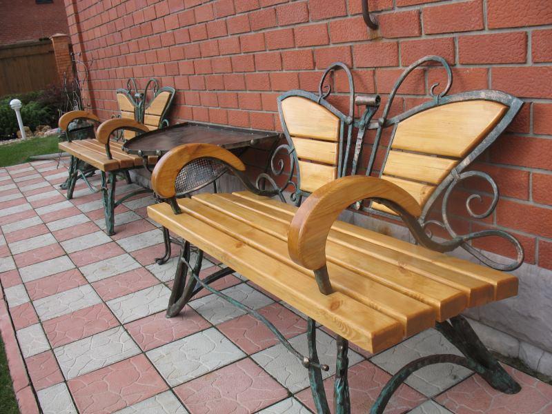 Кованые с деревом скамейки для дома