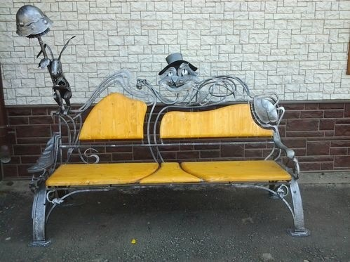 Сказочные кованые дизайнерские скамейки