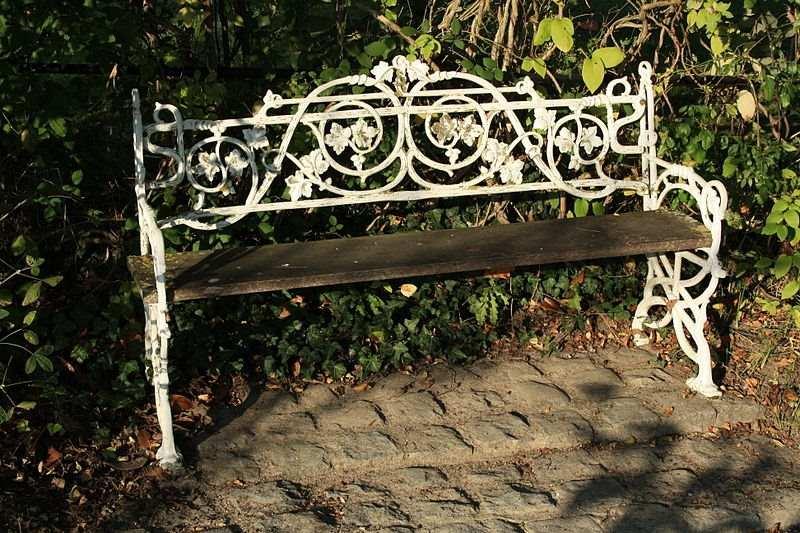 Красивая кованая скамейка
