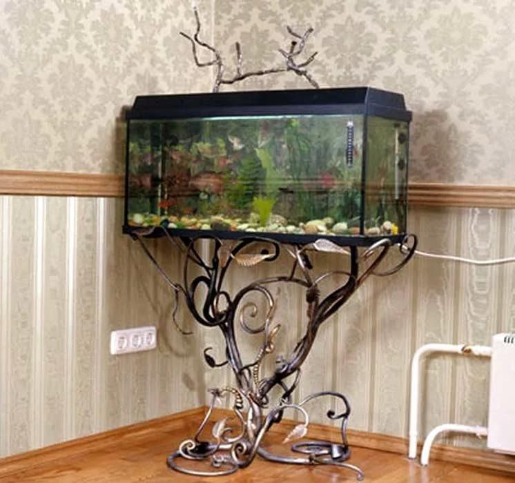 Кованый стол под аквариум оригинальный