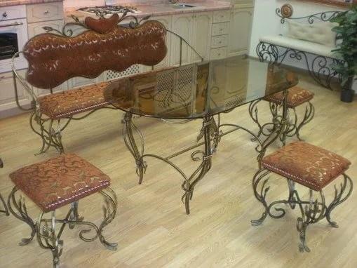 Кованый стол с табуретами