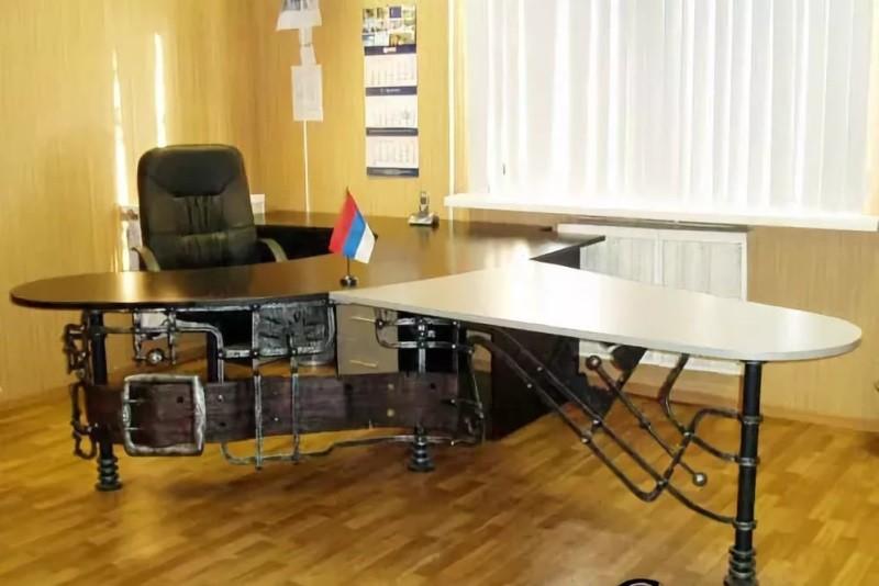 Офисный кованый стол по индивидуальному заказу