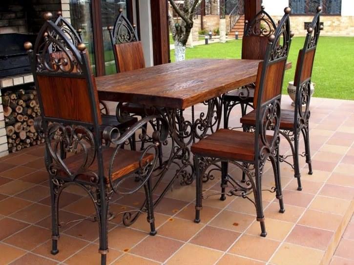 Кованый стол и стулья на кухню