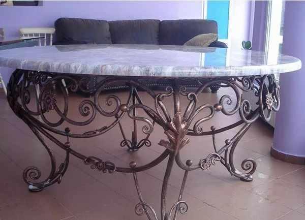 Круглый кованый стол на кухню