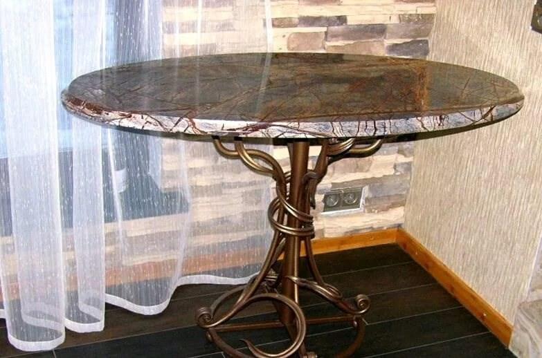 Кухонный кованый стол с каменной столешницей