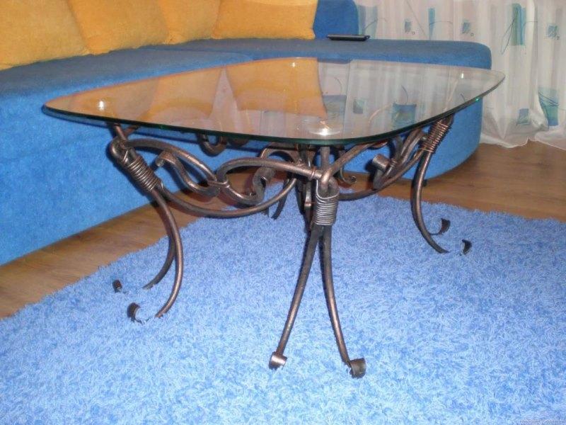 Кованый стол в стиле модерн