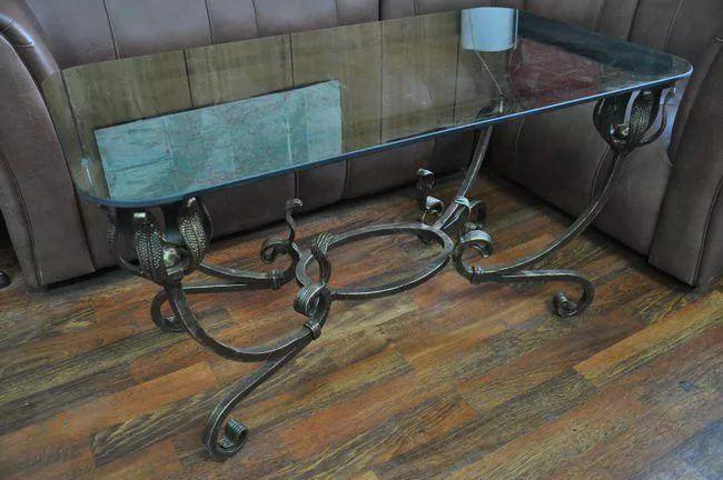Кованый стол украсит дома любой интерьер