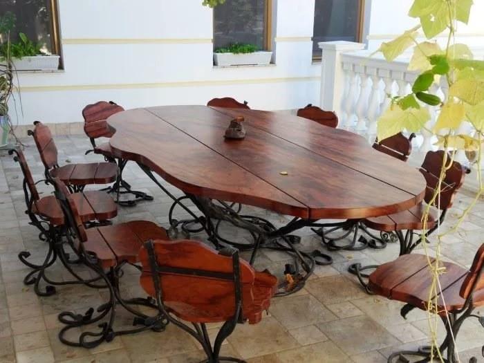 Кованый стол и стулья на кухню с деревом