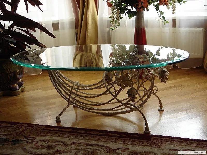Кованый стол изумрудный лепесток