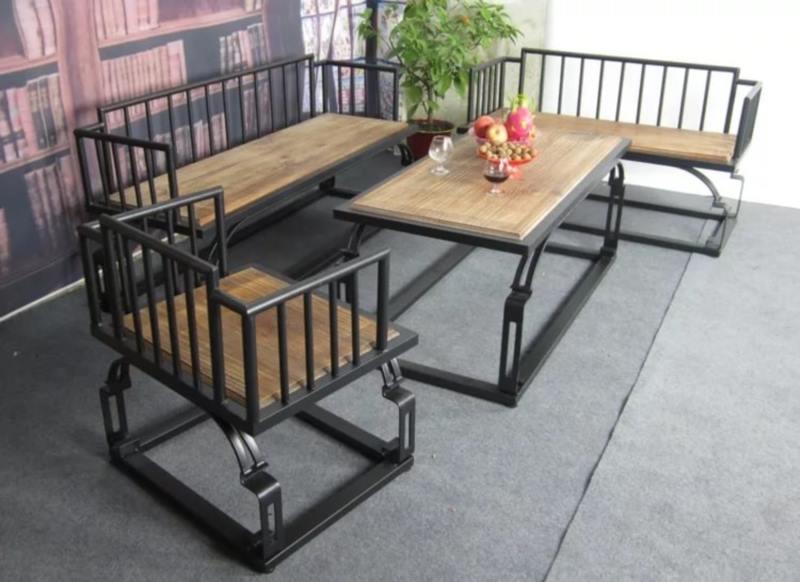 Кованый стол с лавочками в стиле лофт