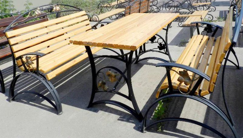 Кованый лавочки и столы для сада