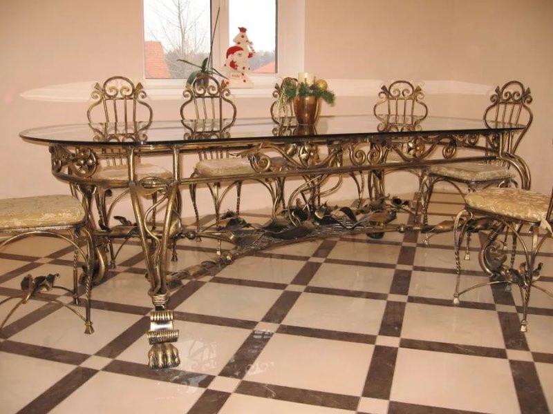 Кованый кухонный стол для частного дома