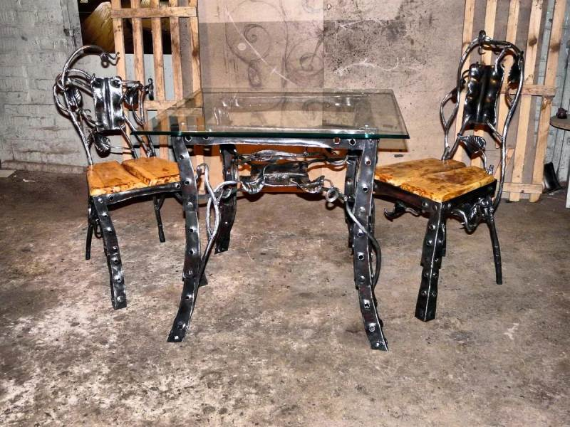 Металлический кованый стол и стулья