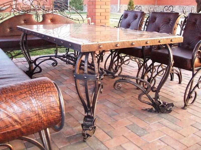 Шикарный стол кованый для улицы