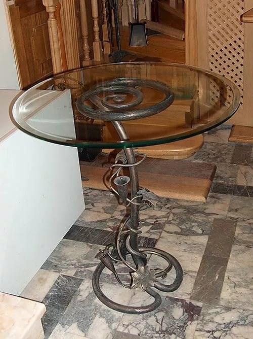 Кованая опора для стола