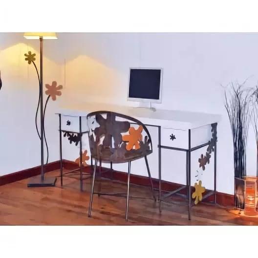 Кованый письменный стол для девочки