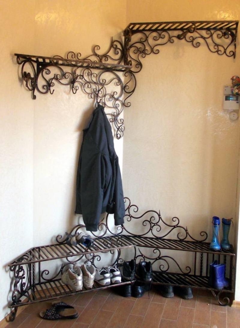 Вместительная вешалка кованая на стену