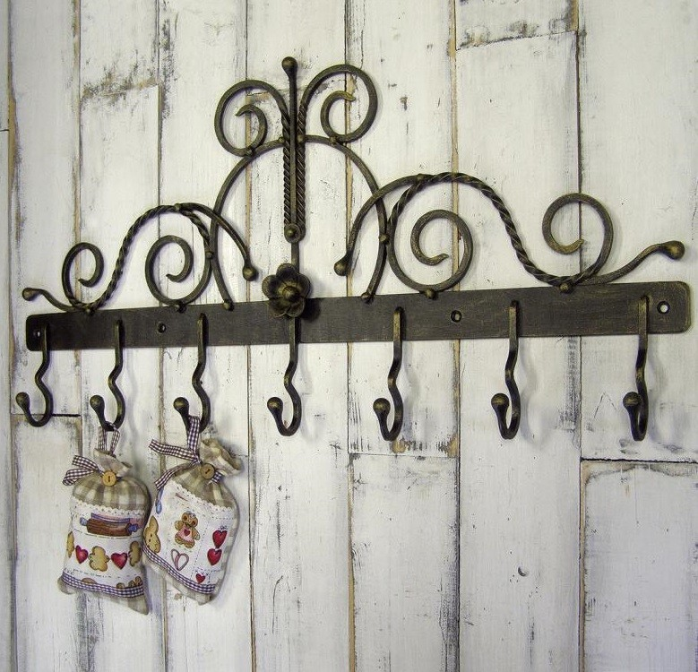 Декоративная вешалка кованая для дачного домика