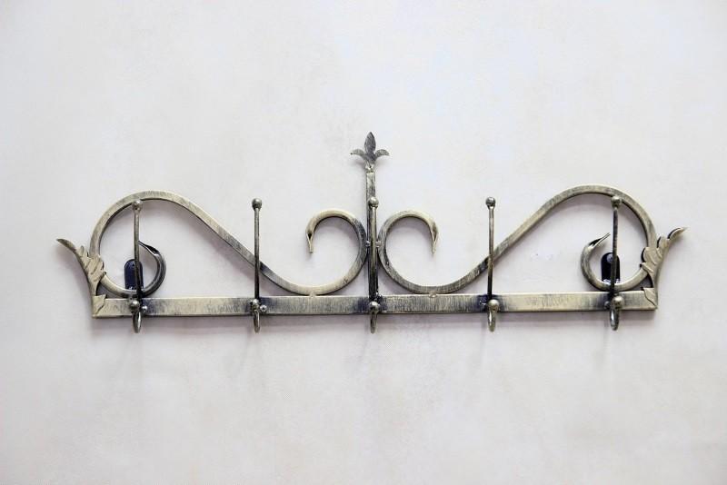 Небольшая вешалка кованая на стену