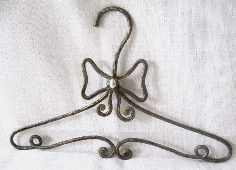 Кованая вешалка плечики под старину