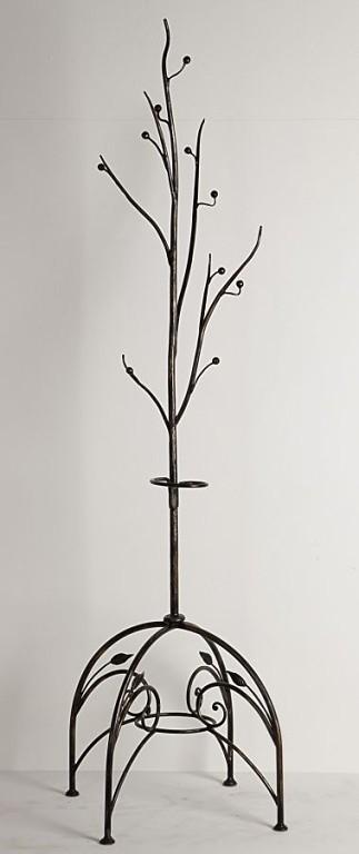 Напольное кованое дерево вешалка