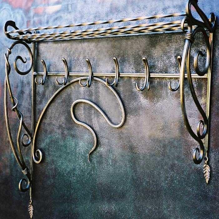 Настенные кованые вешалки в стиле барокко