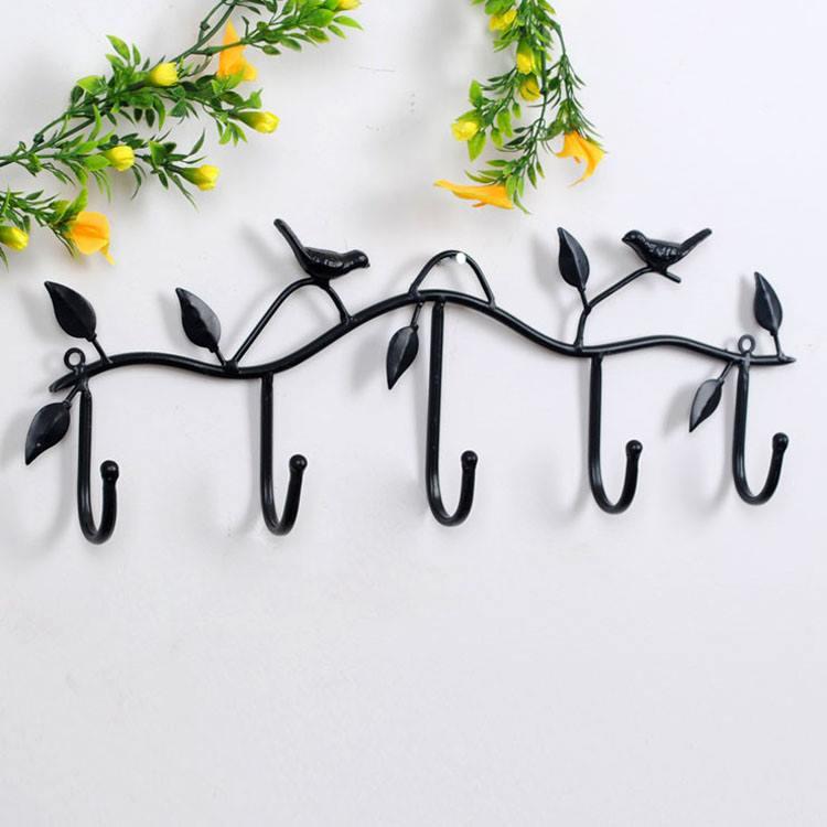 Черная вешалка кованая на стену птичками
