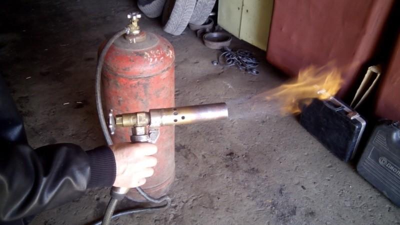 Самодельная газовая горелка в работе