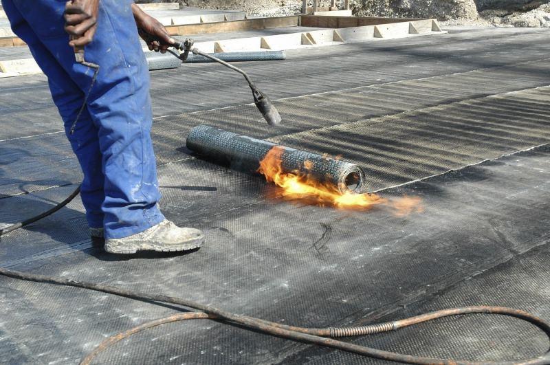 Кровельные работы газовой горелкой