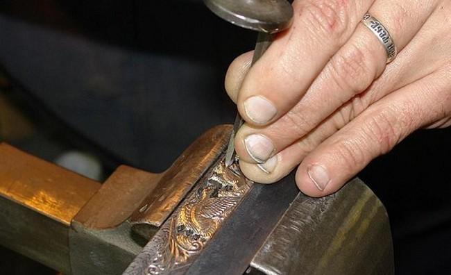 Мастер чеканки по металлу