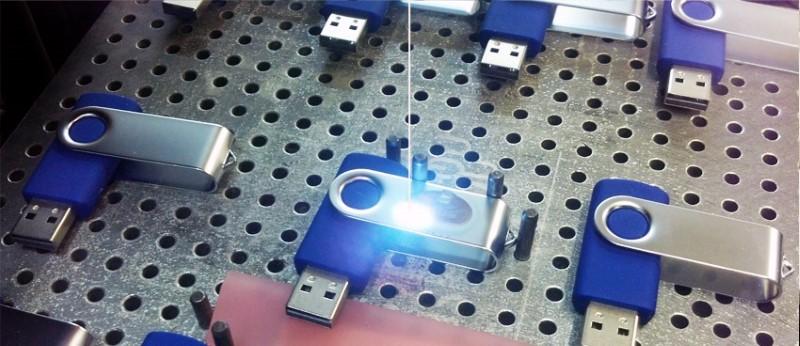 Процесс лазерной гравировки на металле