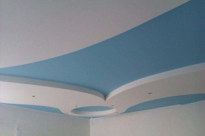 Потолок, окрашенный из краскопульта