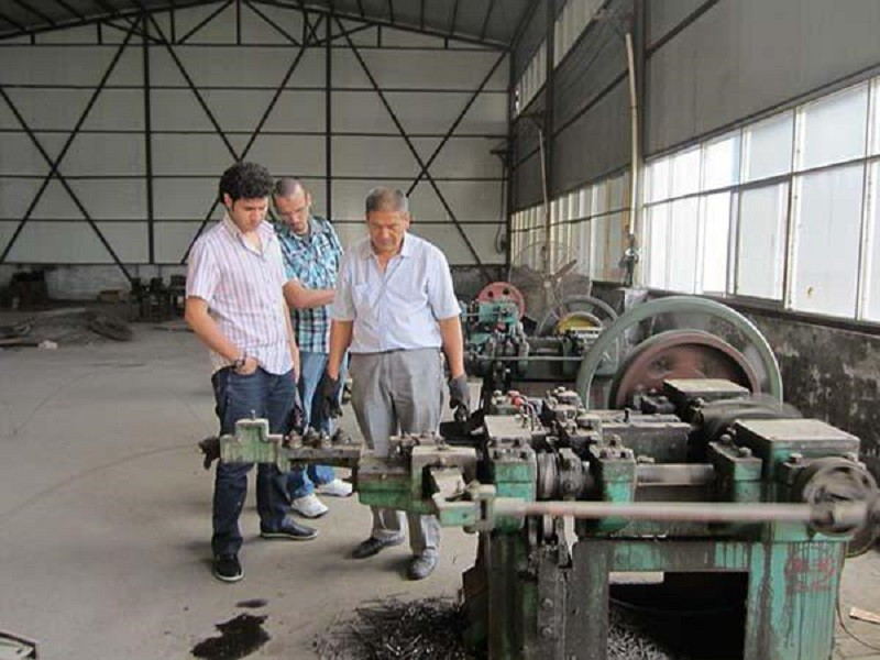 В цеху по производству гвоздей
