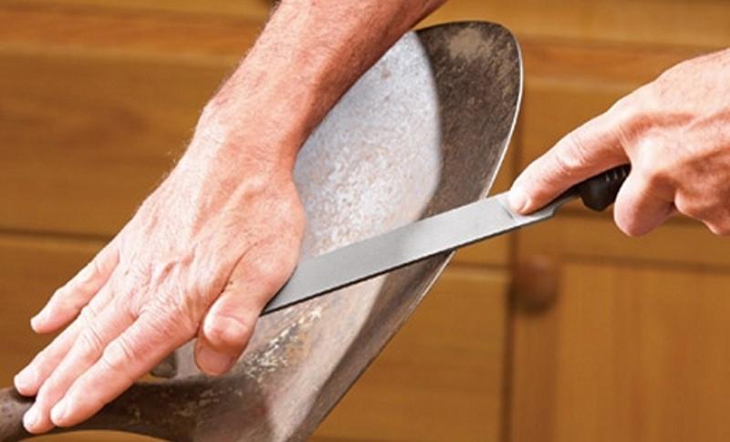 Заточка лопаты напильником