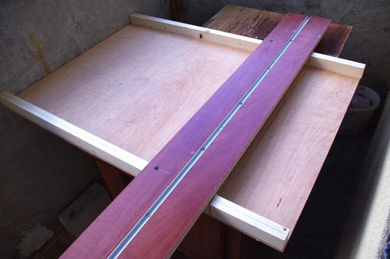 Рельсовое стусло для ручной циркулярки
